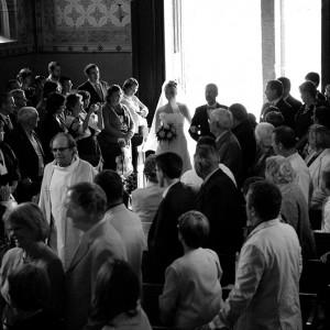 La mariée accompagné de son père