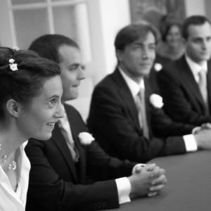 Les mariés et les témoins du marié à la mairie