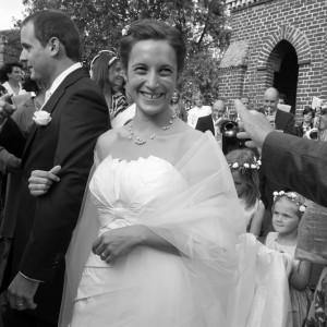 Sortie des mariés devant l'église