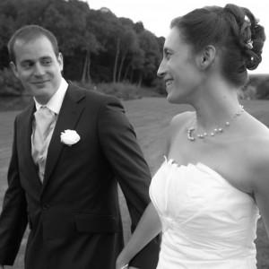 Photo de couple des jeunes mariés